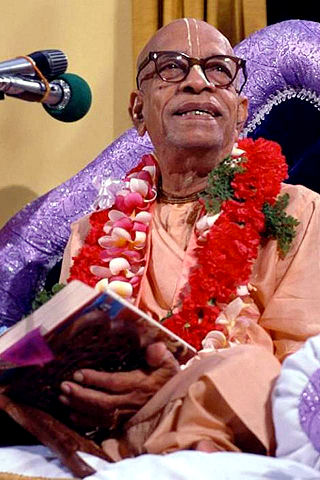 Srila Prabhupada reading from Bhagavad-gita as it is